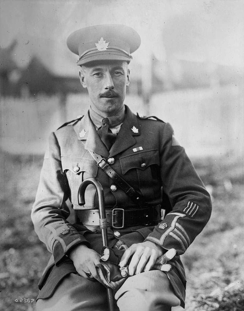 Remembrance, watford, First World War, Victoria Cross, 100th anniversary, Major General, George Pearkes, October 2017,